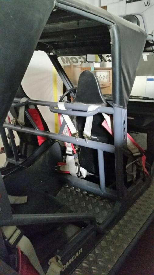 tom car inside