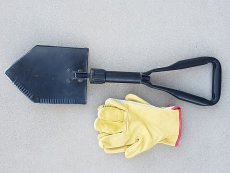 jeep recovery gear - gloves and shovel